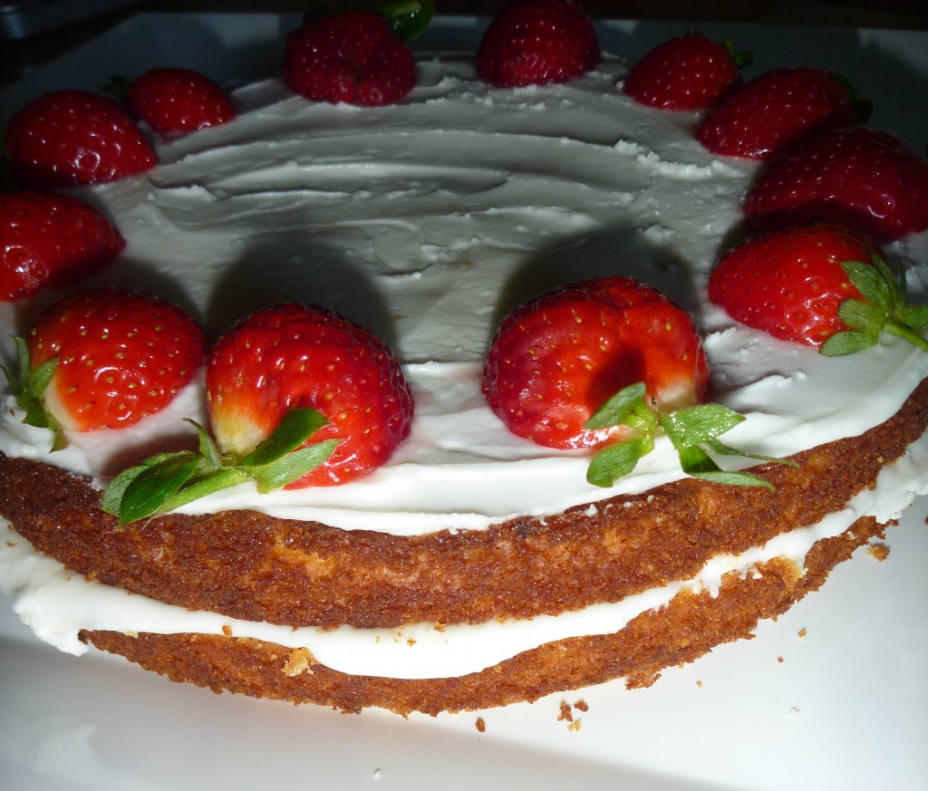 Cake decorating a few ideas claire k creations - How to slice strawberries for decoration ...