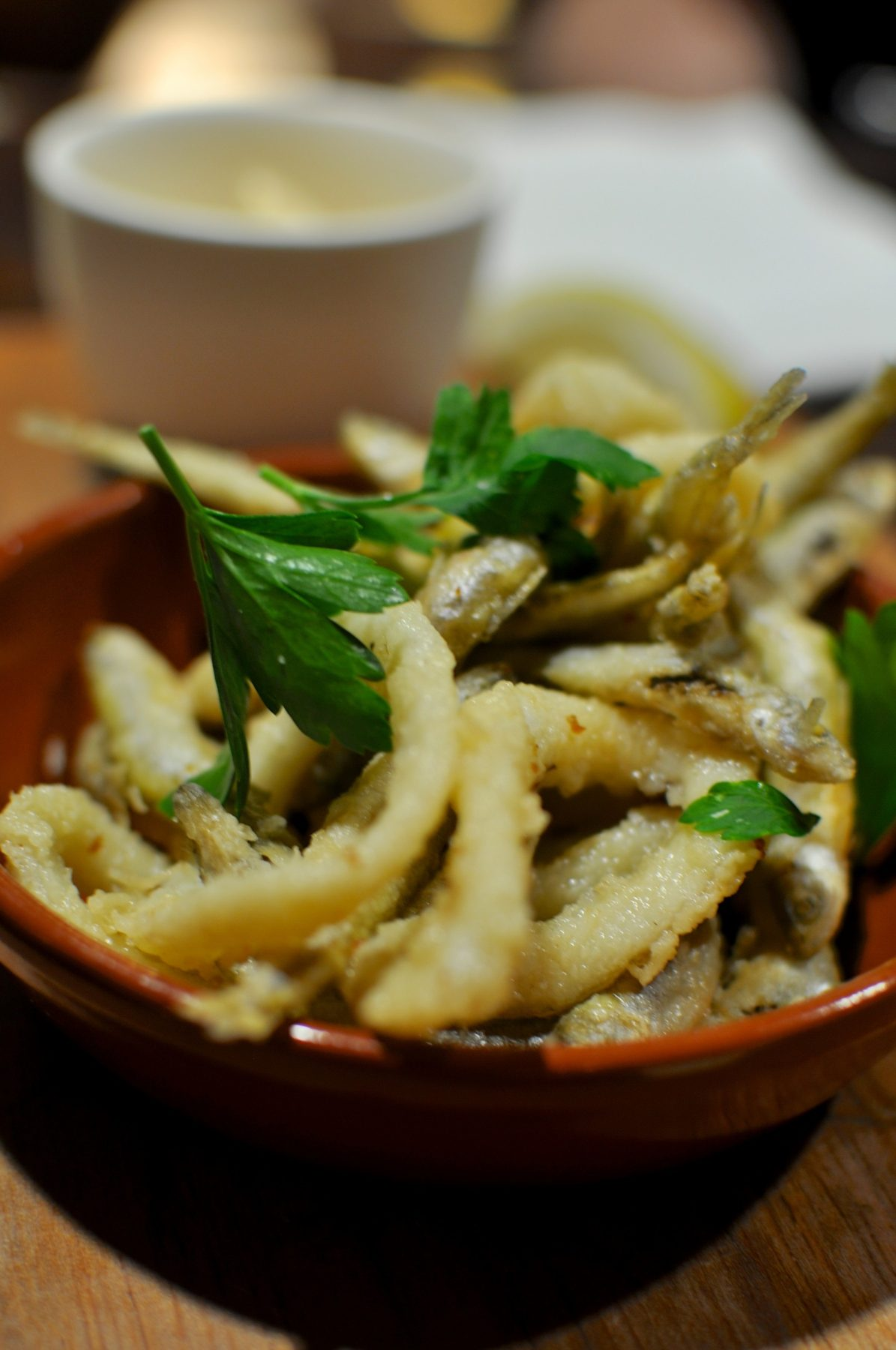 Calamares y chanquetes – crisp fried calamari & whitebait with aioli