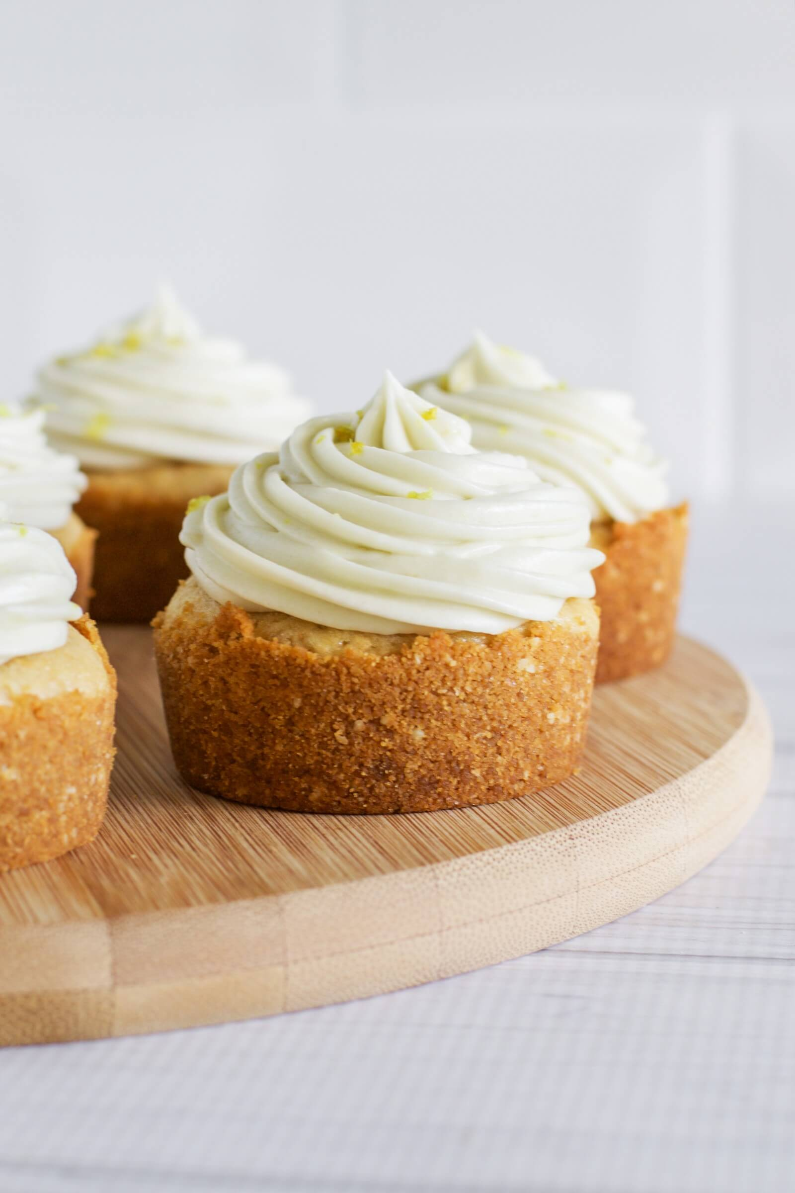 Lemon cheesecake cupcakes with lemon curd - Claire K Creations