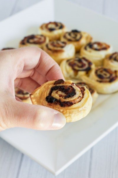 Ham and pesto party pinwheels via www.clairekcreations.com
