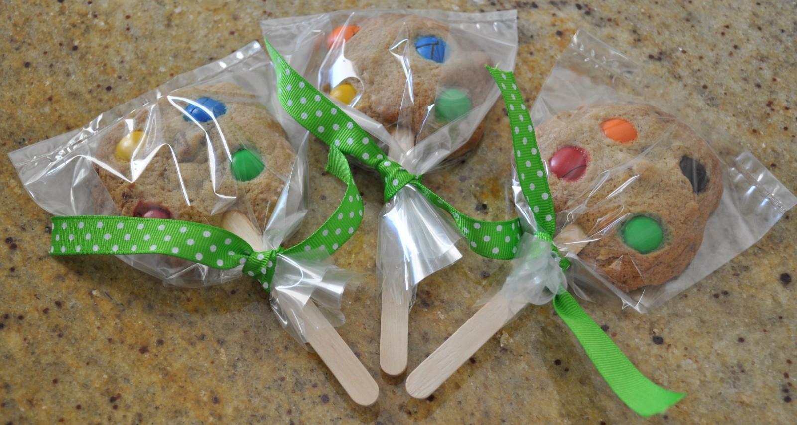 Spotty cookie pops