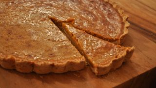 Pumpkin pie with shortbread crust - make your own pumpkin puree