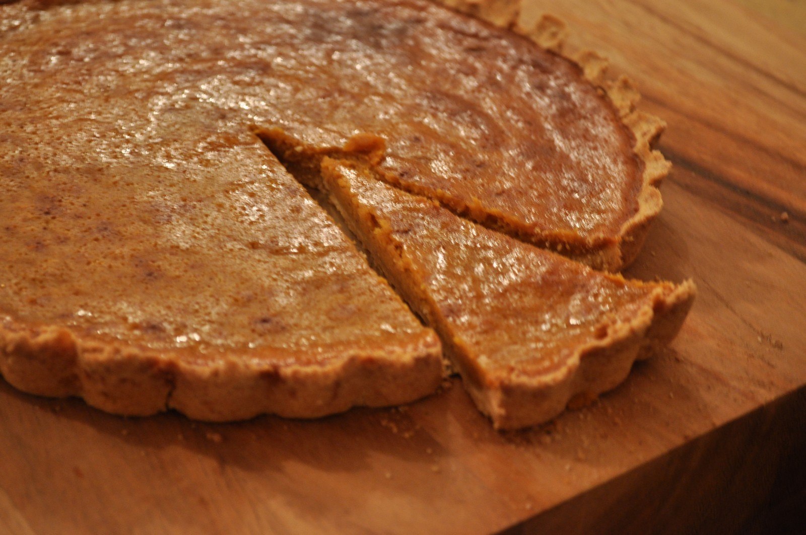 Pumpkin pie with shortbread crust – make your own pumpkin puree