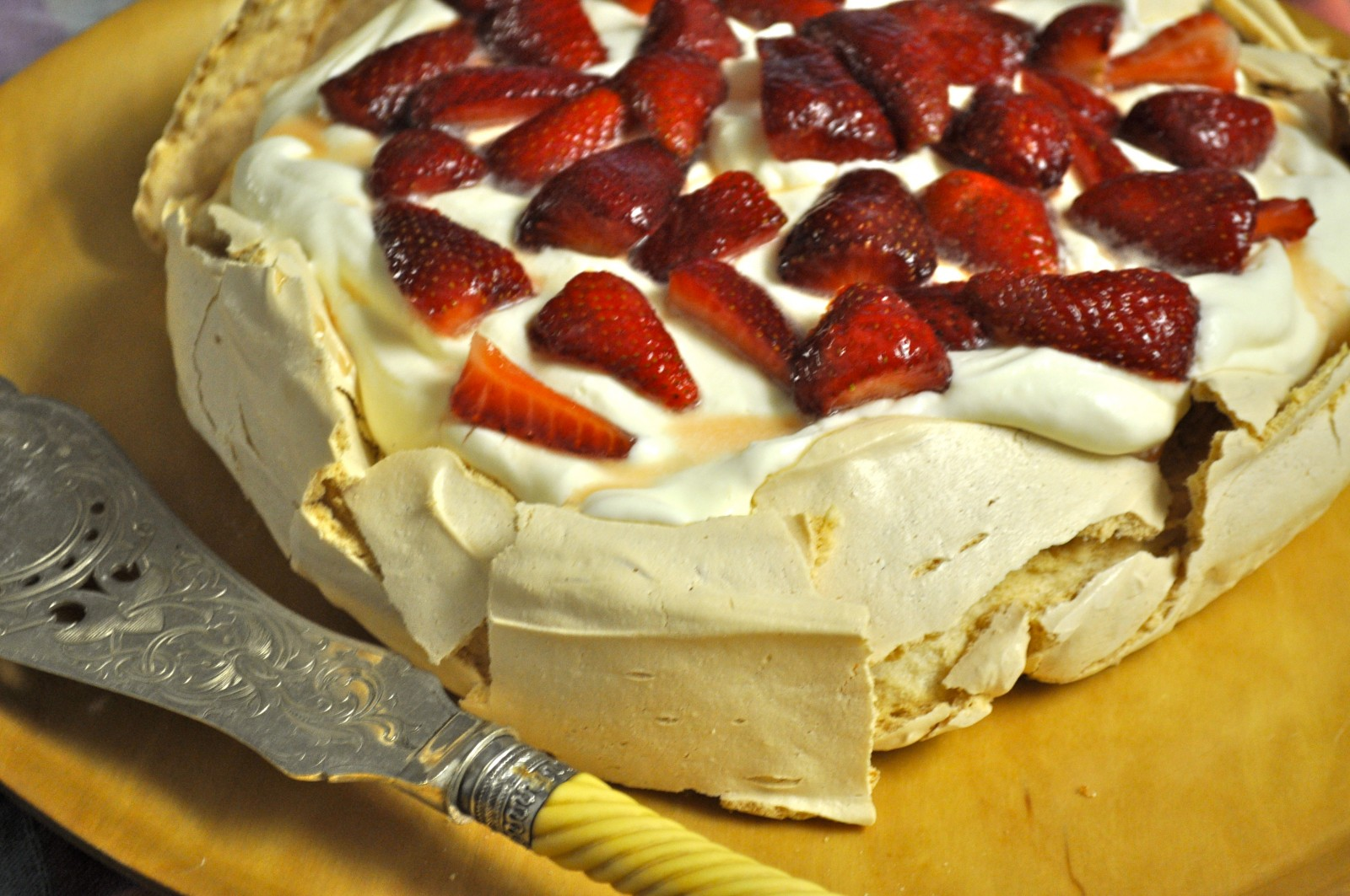 Brown sugar pavlova with vanilla yoghurt cream – Australian pavlova blog hop