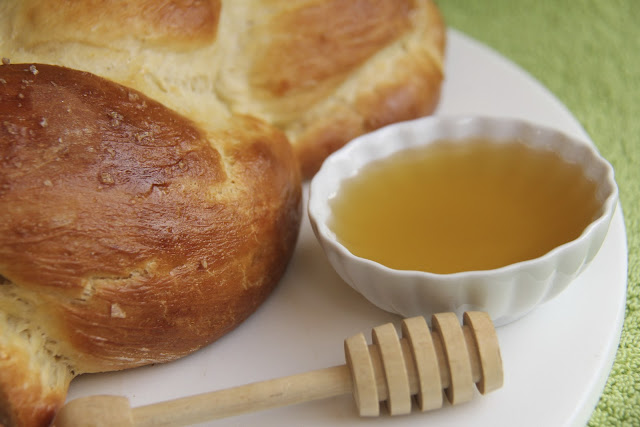 Honey sea salt Challah bread (in 5 minutes) – a guest post from The Cafe Sucre Farine