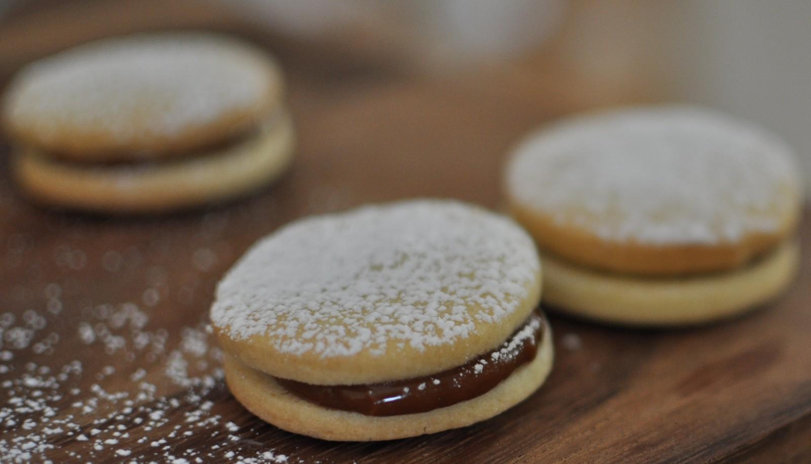 Alfajores – Argentinian dulce de leche sandwich cookies