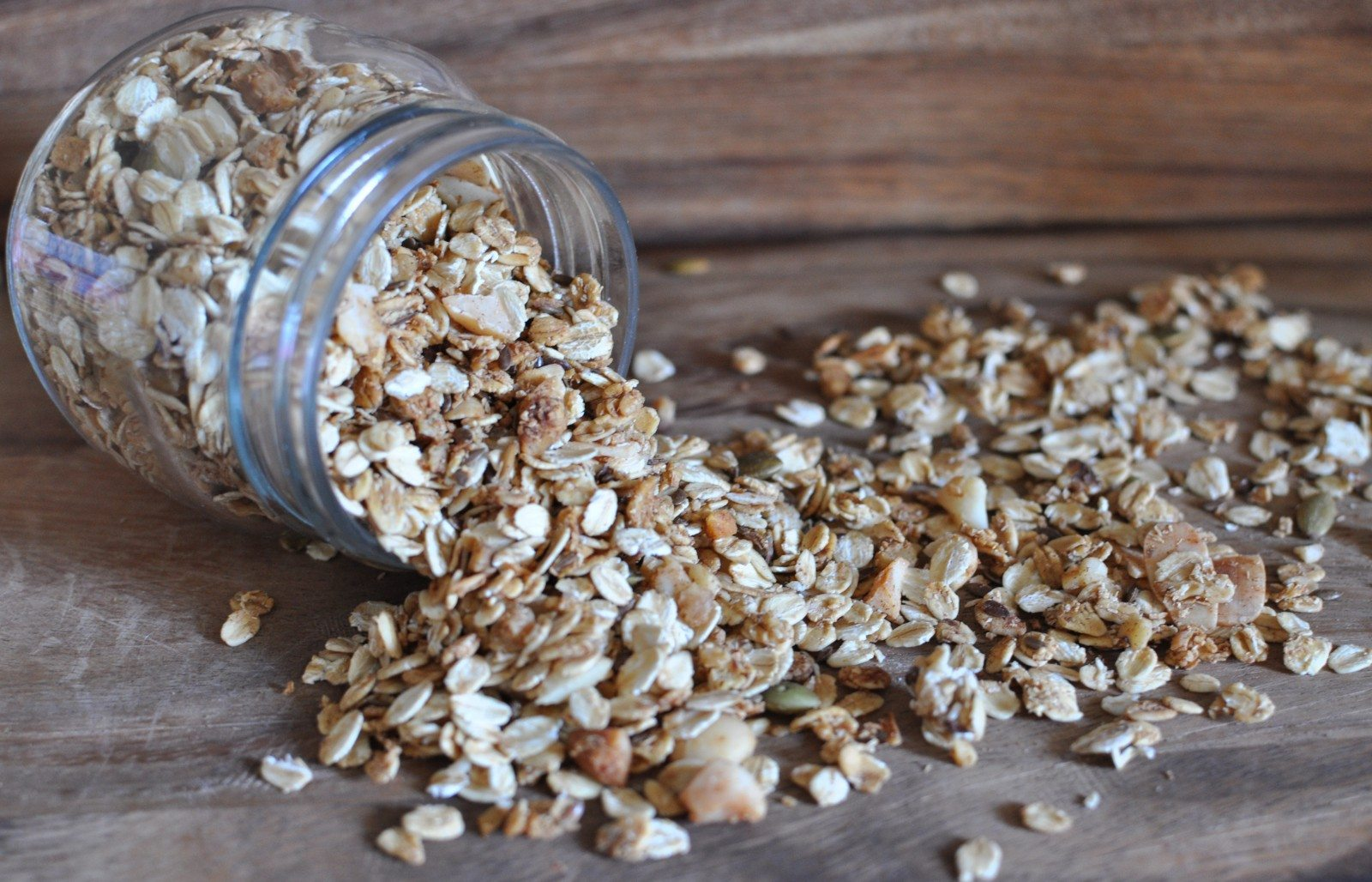 Macadamia toasted muesli (with apple juice)