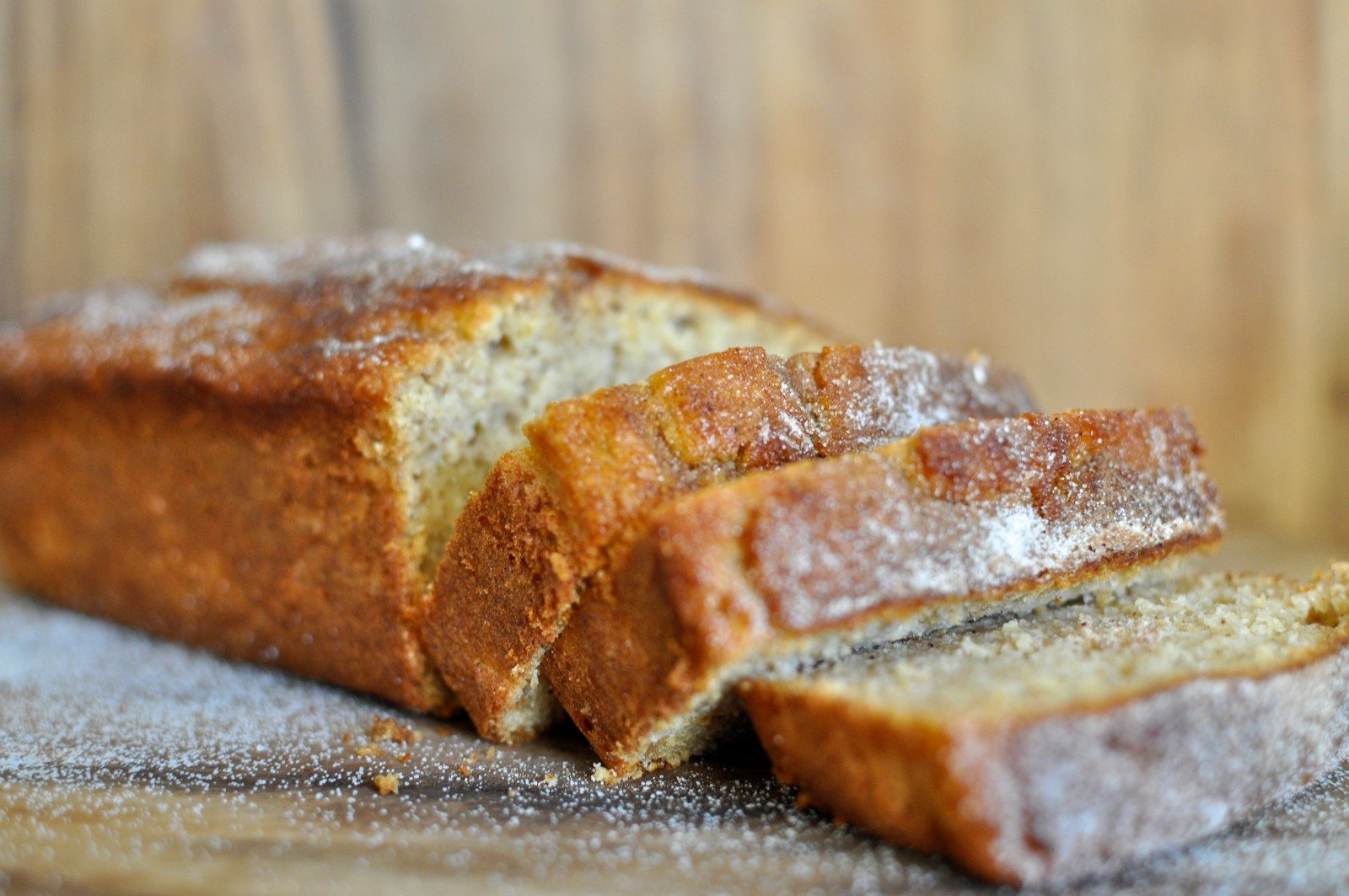Low-calorie apple and cinnamon bread