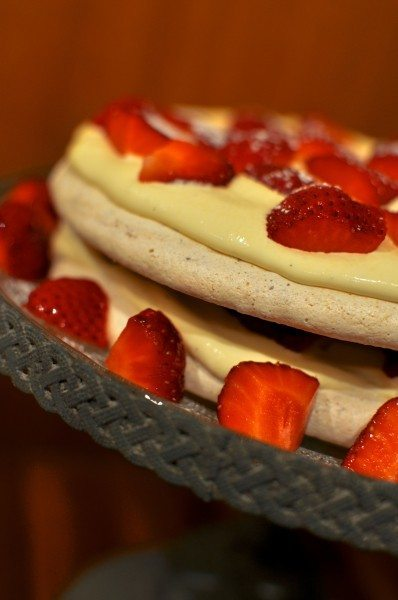 Hazelnut meringue with strawberries