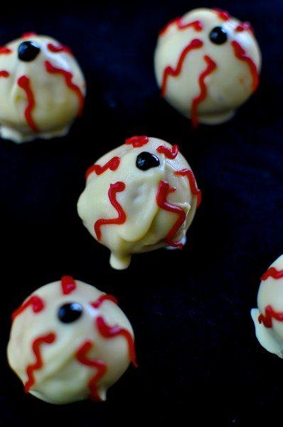 Bloody eyeball cake balls
