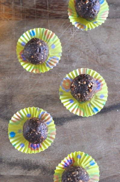 Paleo chocolate almond balls via www.clairekcreations.com