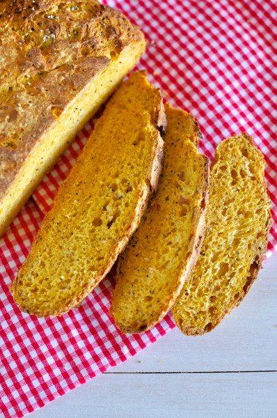 Pumpkin and quinoa sourdough via www.clairekcreations.com