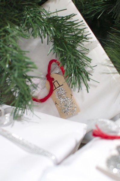 Snow man Christmas gift tags with glitter via www.clairekcreations.com
