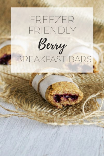 Freezer friendly berry breakfast bars via www.clairekcreations.com