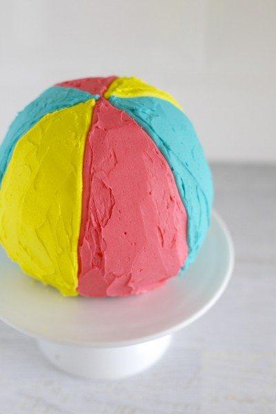Beach ball piñata cake via www.clairekcreations.com