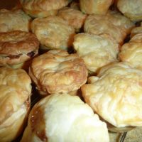 Mini Meat Pies (aka Party Pies)