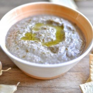 Zucchini and olive hommus - paleo, vegan, gluten-free